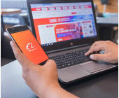Alibaba auf dem Laptop und dem Smartphone